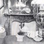 historisches Foto eines Steuerhauses mit Ofen und Mobiliar
